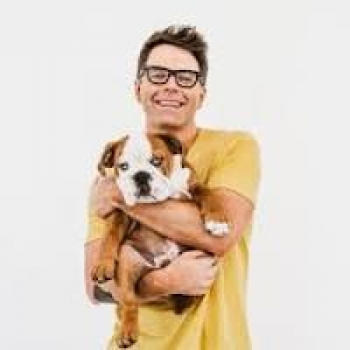 Bobby Bones, musician, author, mentor of American Idol and last year's winner of Dancing with the Stars, will join Jon and Talkin' Pets 9/28/19 at 630pm ET to discuss our Nation's Veteran Heroes and service dogs through dogchow.com/service